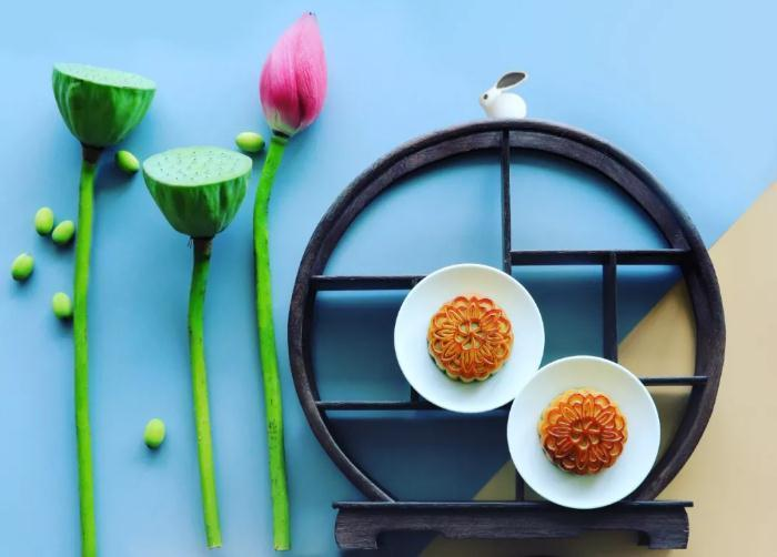 Popular moon cakes on pre-sale in Sheshan